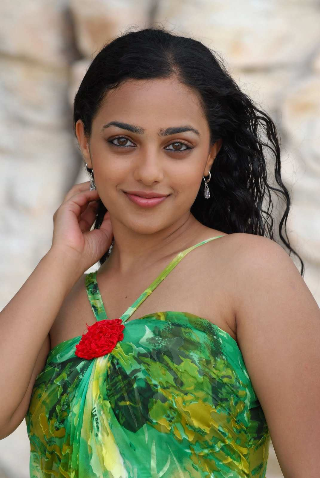 Tollywood Girl Smilling Face Close Up Photos Of Nithya Menon In Green Top