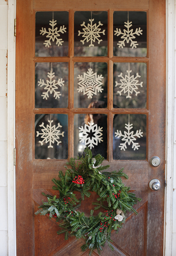 Cozy Christmas decor | Image via Small Measure.