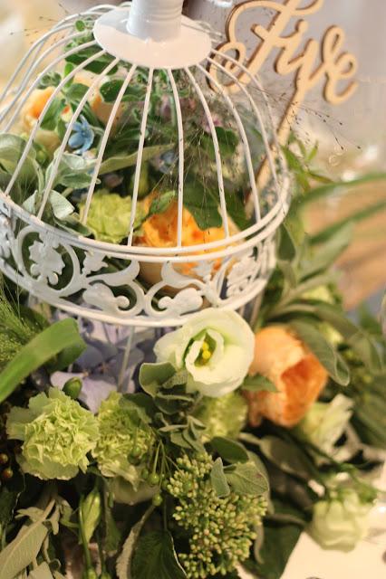 Birdcage centerpieces with flowers in coral, baby blue and mint - Birdcage vintage wedding - Irish wedding in Bavaria, Riessersee Hotel Garmisch-Partenkirchen, wedding venue abroad