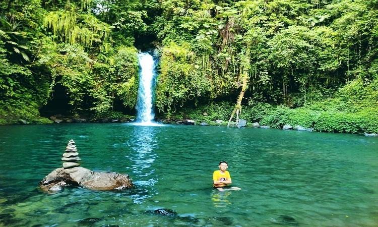 Wisata-ke-Air-Terjun-Tibu-narmada-lombok-Jangan-Datang-Jika-Takut-Basah!