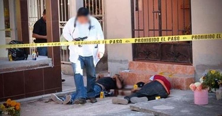 Ejecutan a dos jóvenes al pie de una tumba