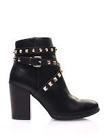 http://www.modress.com/chaussures-femme/bottines/bottines-noires-a-talons-et-clous-pyramidaux.html