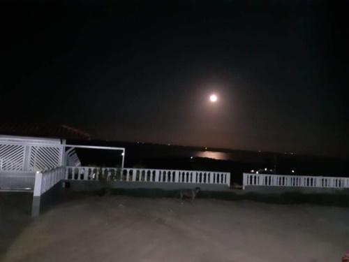 Lua cheia refletida no rio Paraguaçu - Geolândia, Cabaceiras do Paraguaçu - Bahia. #PraCegoVer