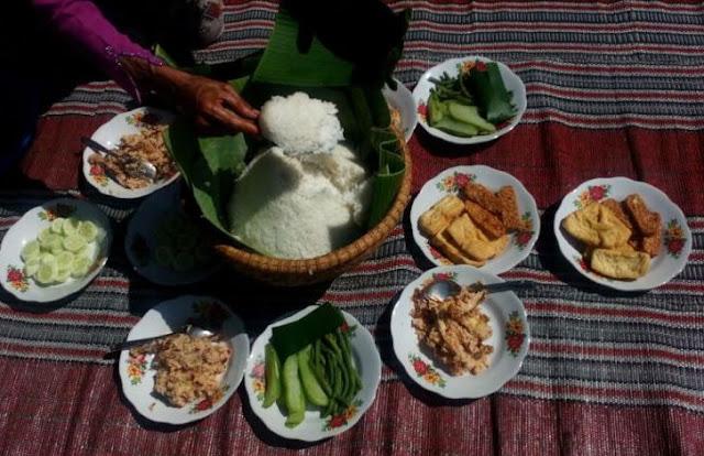 Pecel Pitik Makanan Khas Suku Osing Banyuwangi