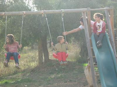 los olivares ,camino ,pantano de Pena, Beceite, Beseit, niños, familia