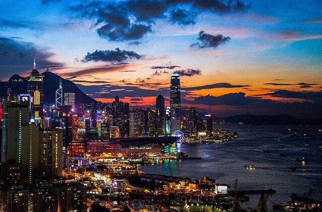 A cool beauty Hong Kong at night