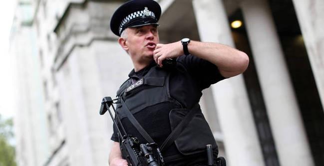 Συναγερμός στο Λονδίνο - Αυτοκίνητο παρέσυρε ποδηλάτες και έπεσε στον φράχτη του Κοινοβουλίου