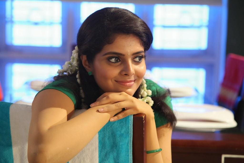 Tollywood Actress Hip Navel Show In Green Saree Shravya