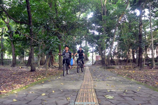Menyempatkan waktu untuk bersepeda