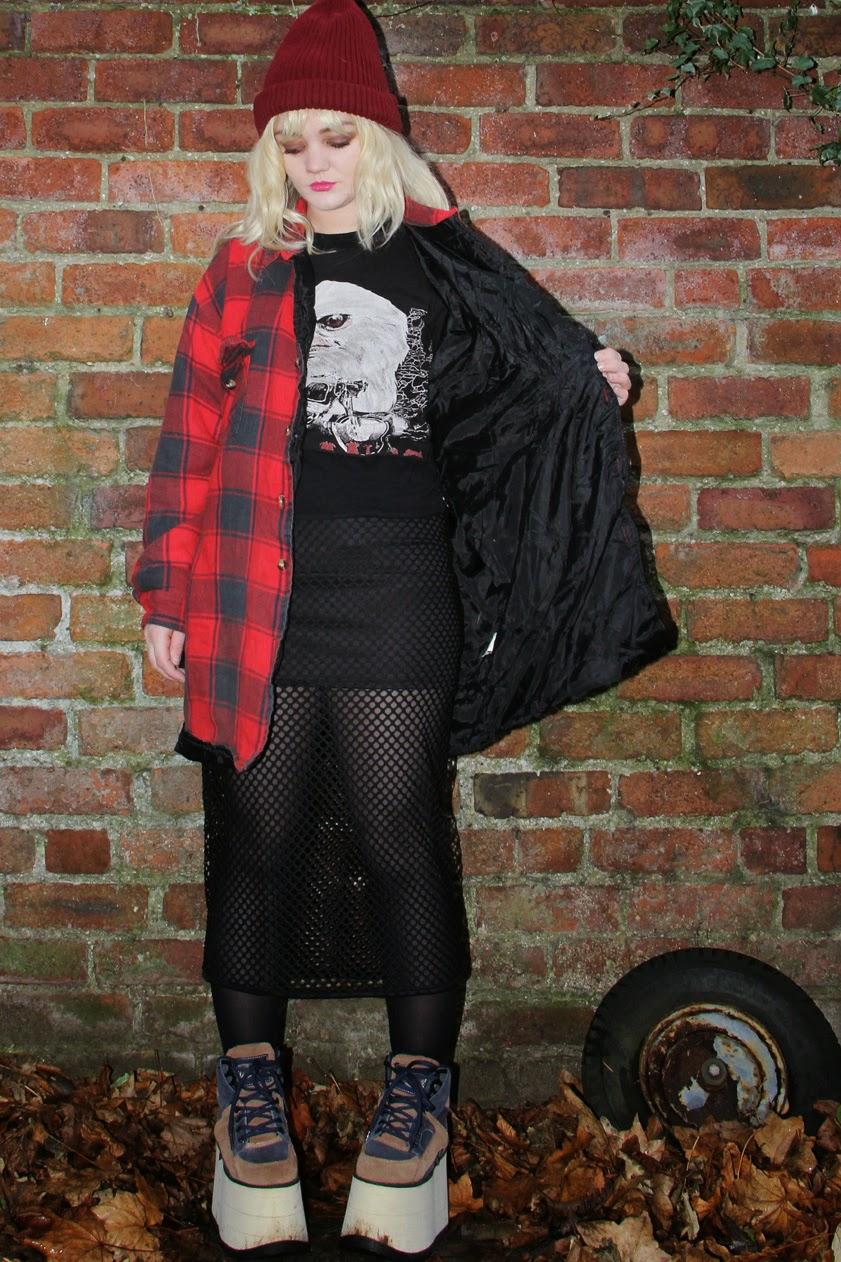 Skye Vintage: 90s Grunge Look
