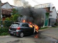 Mobil Terbakar di Way Kandis