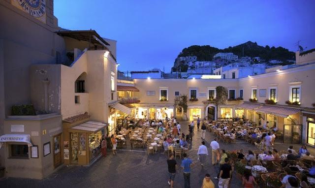 Centro da Ilha de Capri na Itália