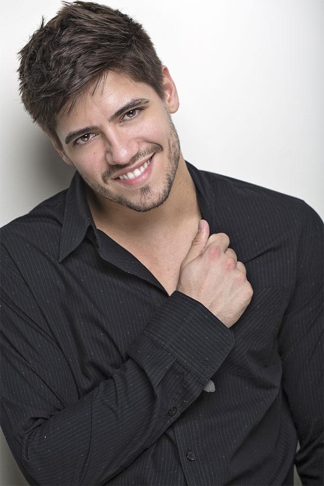 """""""Decidi parar com os trabalhos de modelo para me dedicar totalmente à música"""", diz Andrio Frazon. Foto: Ronaldo Gutierrez"""