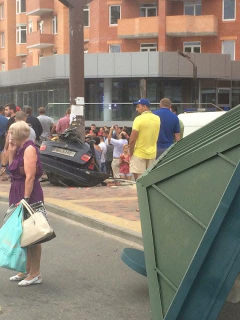 Одну з машин розірвало навпіл: в Ірпені сталася масштабна ДТП