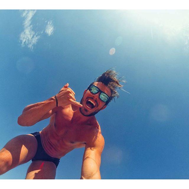 O Renan Marconi é personal, ama curtir um dia ensolarado na praia ou na piscina. Nas horas vagas está se dedicando ao corpo e à dieta. Sem falar que por se personal deve dar exemplo aos seus alunos. Quem tiver interesse pode acompanhar sua rotina pelo instagram.   Instagram: @renanmarconi