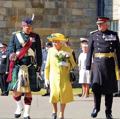 La regina Elisabetta sta cercano un lavapiatti per Buckingham Palace   da inserire all'interno dello staff del suo chef.