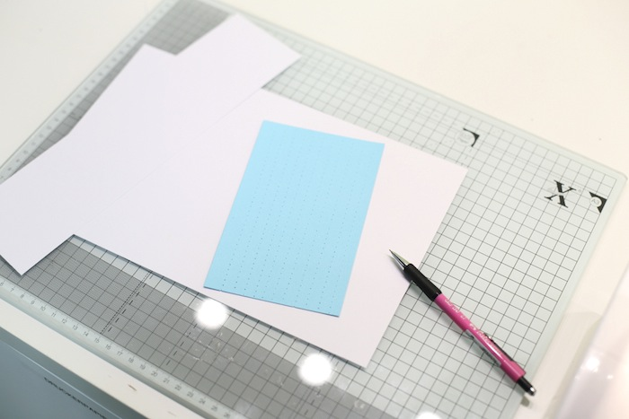Mit der Nähmaschine auf Papier nähen