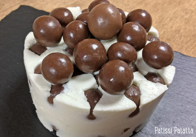 billes au chocolat en gâteaux, gâteau frigo, kitkat cake, kitkat ball cake, malteser cake, gâteau malteser, gâteau kitkat ball, gâteau régressif, confiseries en cheese-cake, cheese-cake régressif, gâteau sans cuisson, gâteau frais, gâteau fromage blanc, gâteau anniversaire pour enfants, patissi-patatta