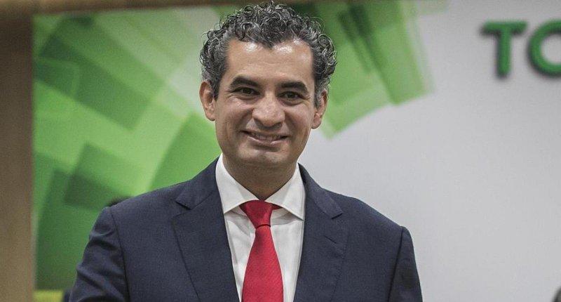 Enrique Ochoa dice que ha sido el mejor director de la CFE
