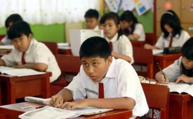 Siswa SD Ujian