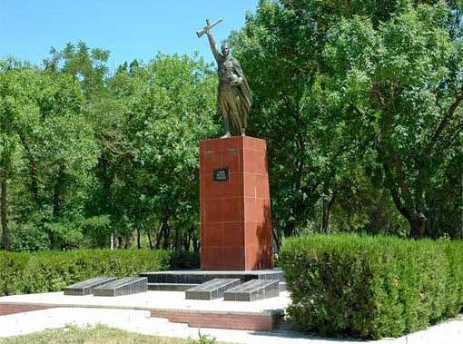 Памятник погибшим воинам в Красноперекопске