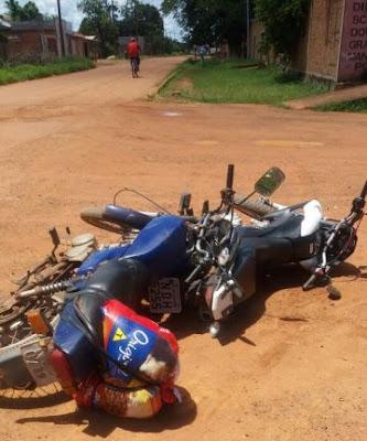 Colisão entre motocicletas deixa três pessoas lesionadas