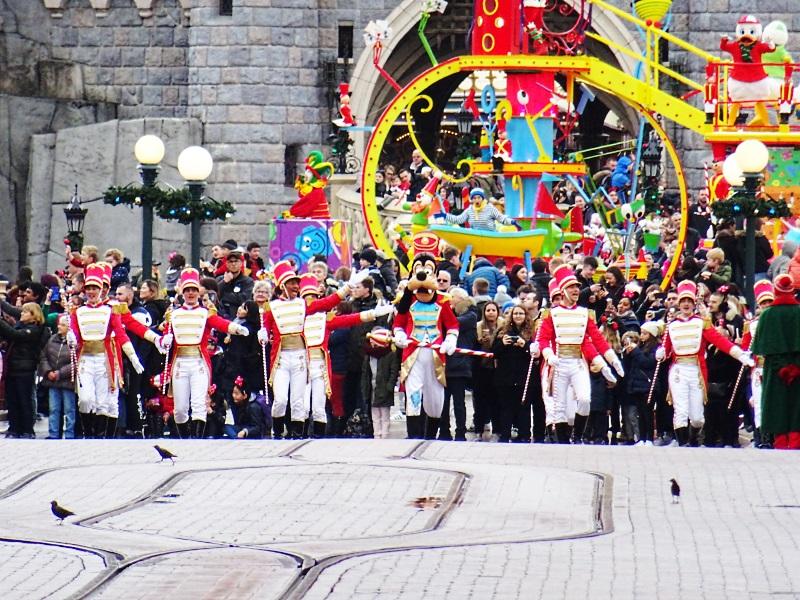Parade de Noël sur Main Street à Disneyland Paris