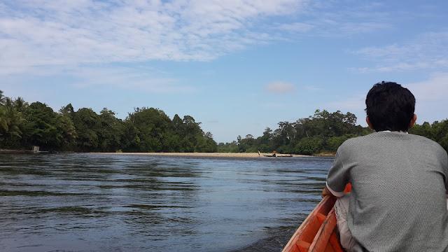Menyusuri sungai Mendalam