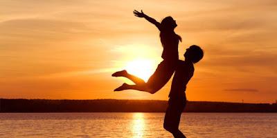 love-man-woman-silhouette-sun-sunset-sea-lake-beachotherكيف تستعيد حبيبتك السابقة غروب عشق حب رجل امرأة خيال يحمل يرفع فى الهواء