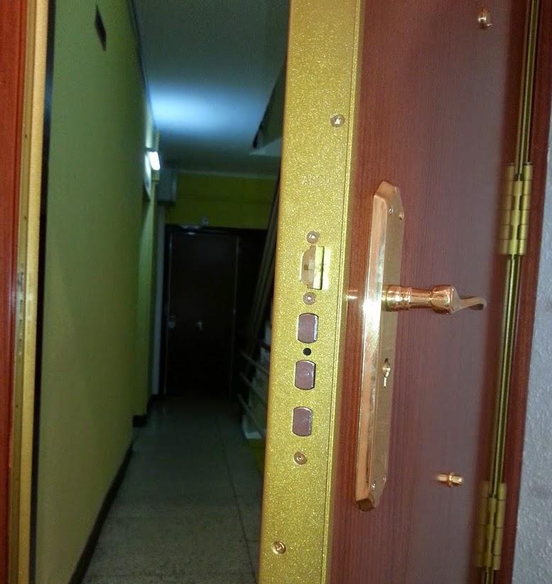 Mi llave mi puerta no se abre con una tarjeta for Puerta automatica no abre