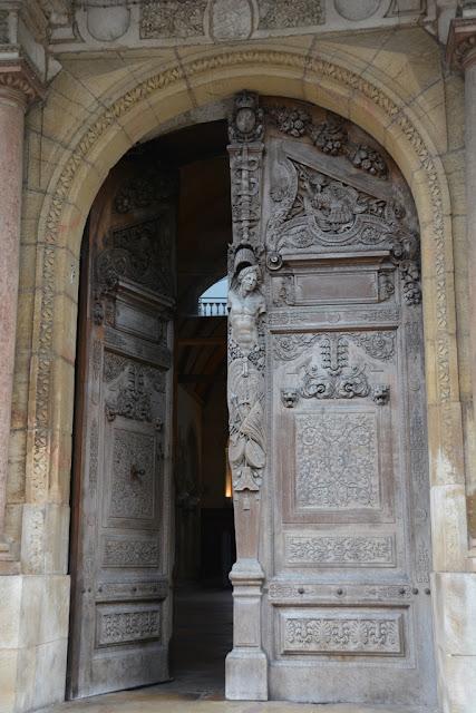 Dijon door