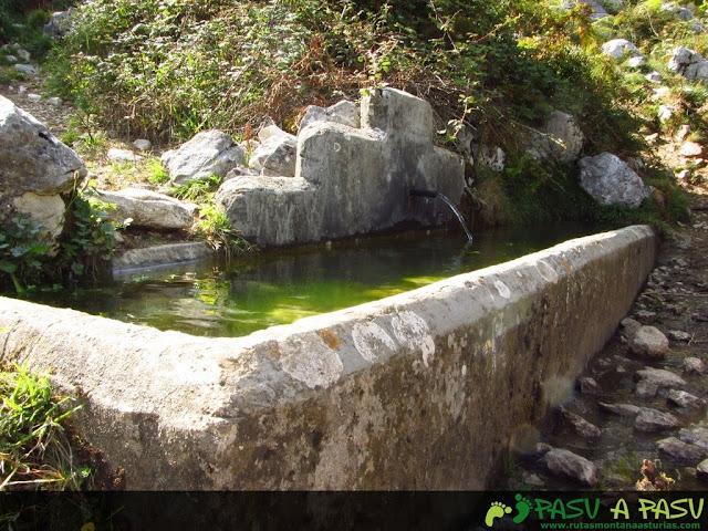 Fuente antes del Castillo, en Bulnes.