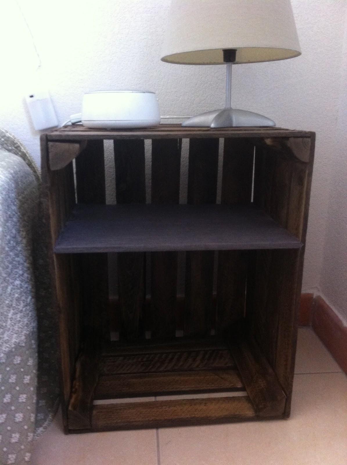 lalloux table de chevet avec des caisses de pommes. Black Bedroom Furniture Sets. Home Design Ideas