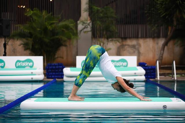floating yoga di atas air