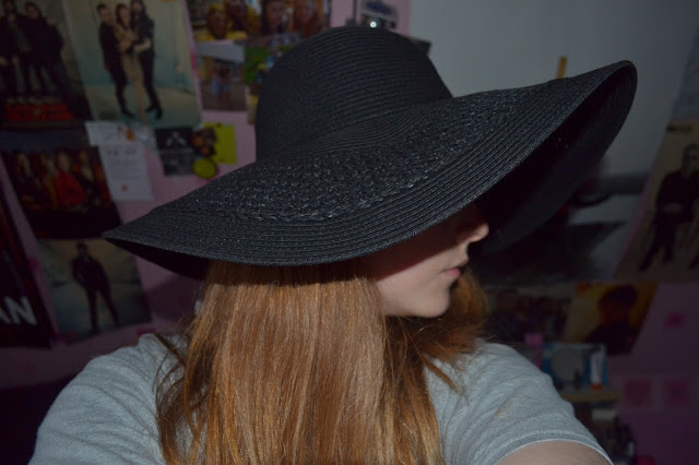 Me wearing a black Topshop wide brimmed sunhat