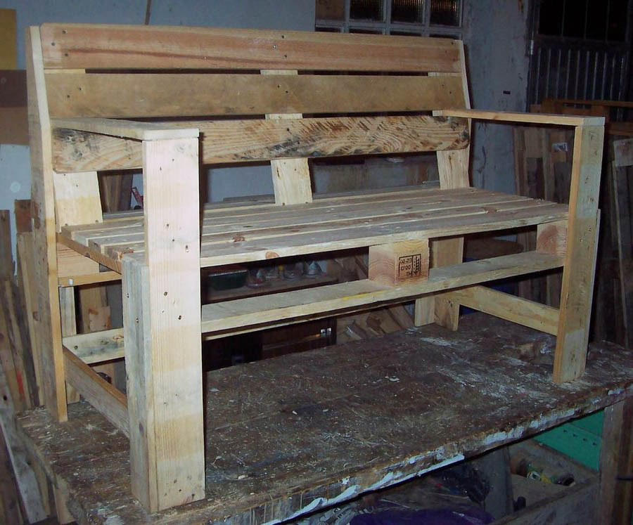 Wondrous Easy Steps To Turn A Pallet Into An Outdoor Patio Bench Customarchery Wood Chair Design Ideas Customarcherynet