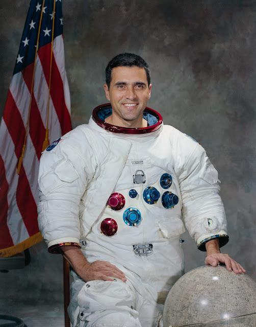 "Harrison ""Jack"" Schmitt vào năm 1971. Credit : NASA."