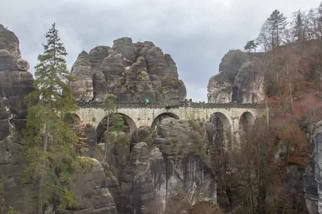 rundweg saechsische schweiz bastei basteibruecke elbsandsteingebirge 05
