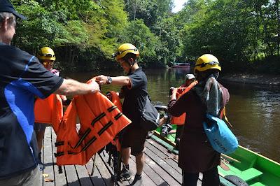 Pengamanan sebelum menyusuri sungai Mulu National Park