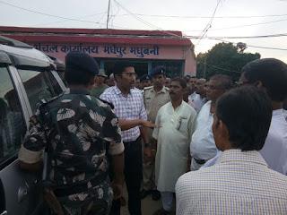 dm-madhubani-inspect-flood-camp