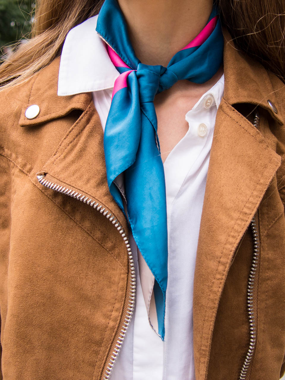 how-to-wear-a-silk-neckscarf