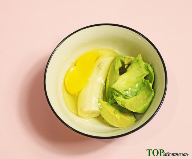 Xóa nếp nhăn nhanh chóng bằng bơ và trứng gà tại nhà