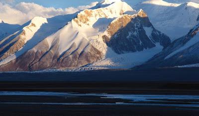 Source: UNESCO. Mount Bukadaban at dusk. Qinghai Hoh Xil, China © Peking University / Hoh Xil Nature Reserve Administration | Image Source: Nomination File.