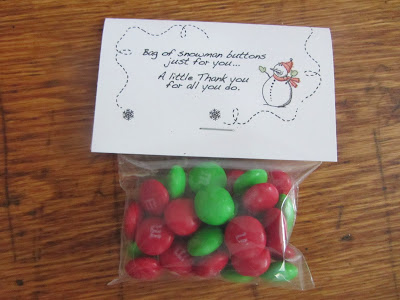 Gift from kids to give to Sunday School Teachers:  Edible Snowman Buttons {with Free Printable}