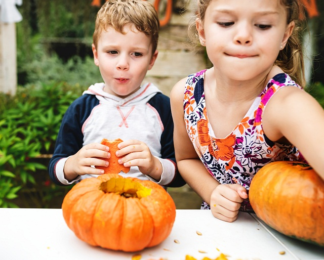 كيف يعزز الأكل السريع من خطر الإصابة بالسمنة لدى الأطفال