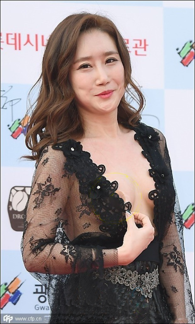 Lim Ji Yeong (임지영, 林智英 Lín zhìyīng) on the red carpet at the 2015 Gwangju International Film Festival.