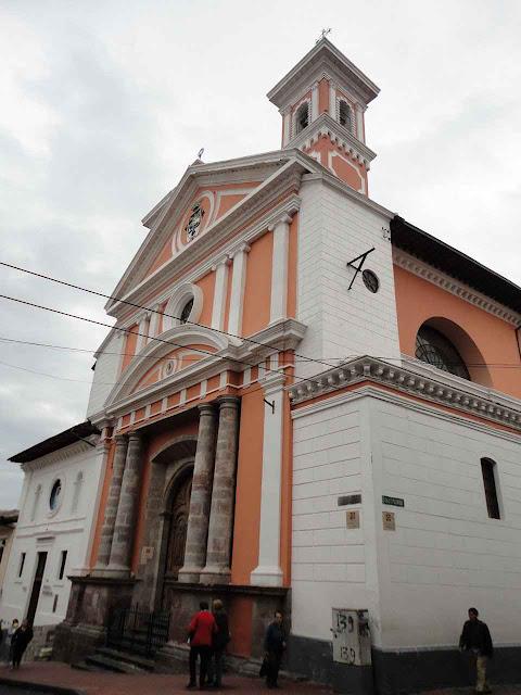 Fachada da igreja do mosteiro de Santa Catarina em Quito.
