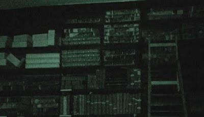 Momen Mengerikan Hantu Gerakkan Tangga di Perpustakaan Angker