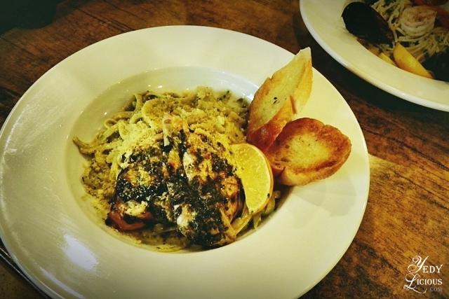 Basil Pesto and Chicken Pasta, Main Street Kapitolyo