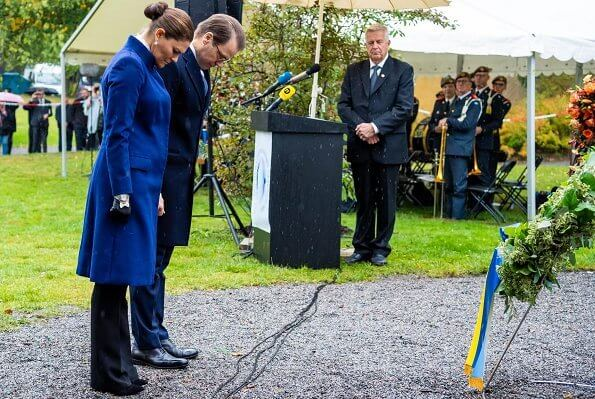 The 25th anniversary of the sinking of the passenger ferry MS Estonia. Victoria wore a blue cashmere blend wool coat